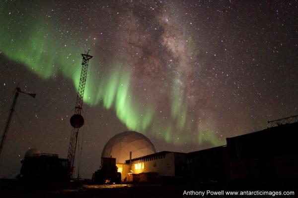BI_Stn_Milky_Way_Aurora1